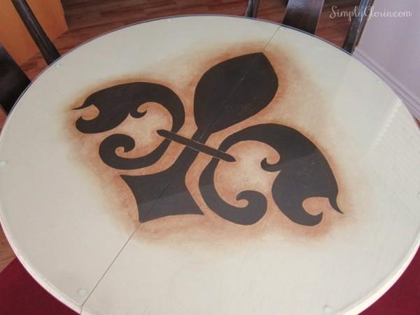 DIY Painted Table - SimplyGloria.com