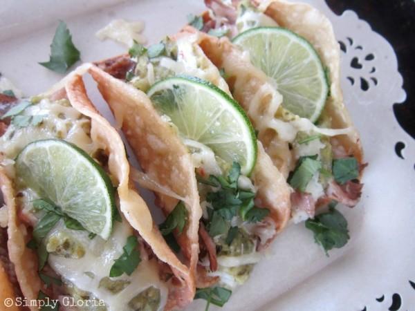 Tomatillo Pulled Pork Tacos - SimplyGloria.com #cincodemayo