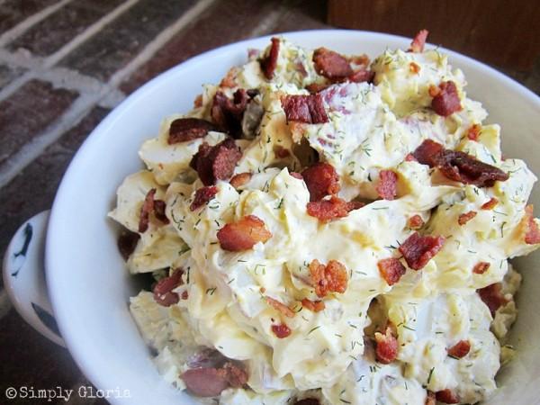 Creamy Potato Salad With Bacon - SimplyGloria.com #potatoes #bacon
