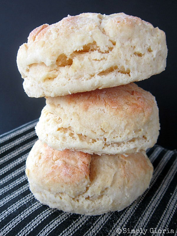 Buttermilk Biscuits - SimplyGloria.com  Easy and homemade!