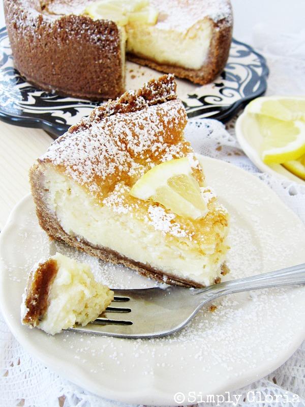 Creamy Lemon Cheesecake - SimplyGloria.com #cheesecake