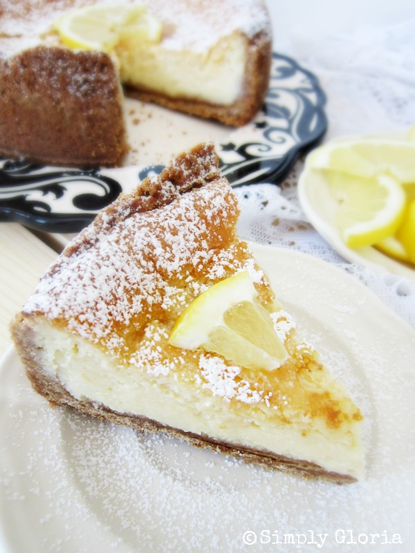 Creamy Lemon Cheesecake - SimplyGloria.com #dessert