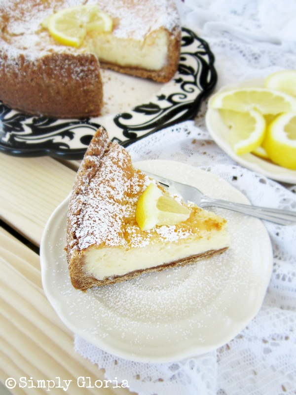 Creamy Lemon Cheesecake - SimplyGloria.com #lemon