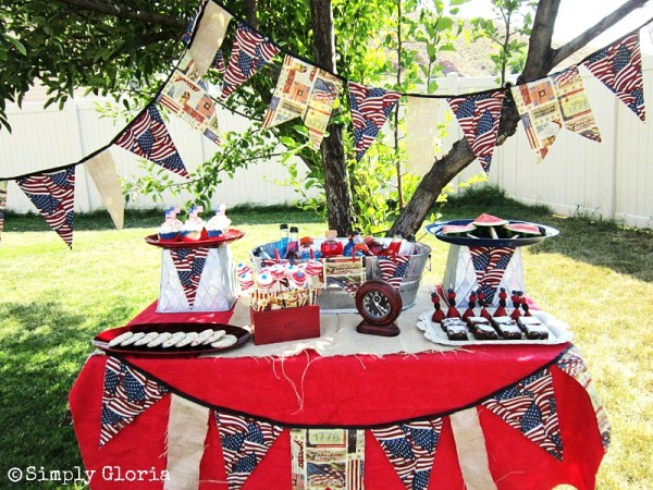 July 4th Dessert Table - SimplyGloria.com #july4th #celebration