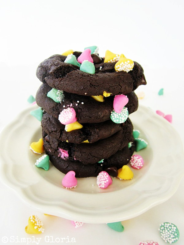 Triple Dark Chocolate Cookies - SimplyGloria.com #chocolate