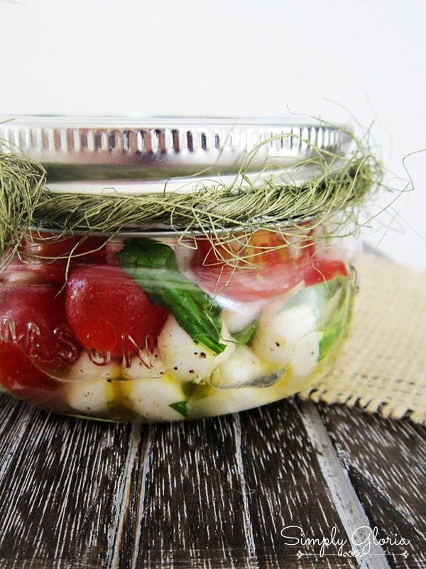 Picnic Style Caprese Salad - SimplyGloria.com #caprese