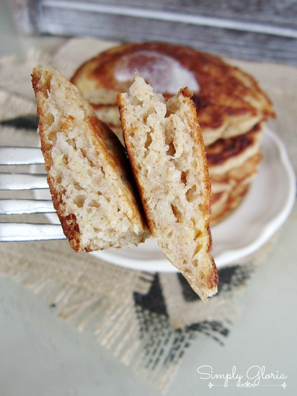 Whole Wheat Banana Pancakes -SimplyGloria.com #pancakes