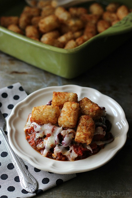 Chili Cheese Tots at SimplyGloria.com Super easy and fast to make for dinner!