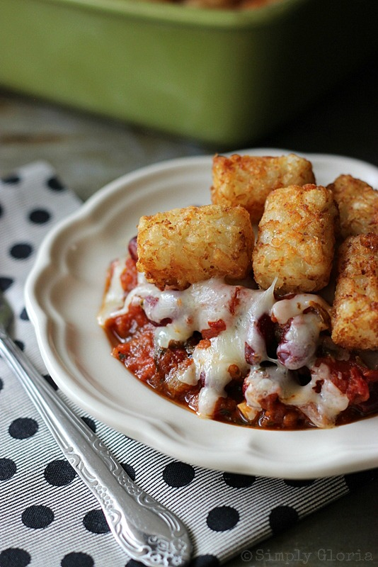 Chili Cheese Tots by SimplyGloria.com Super easy and fast to make for dinner!