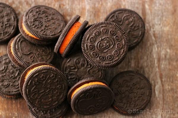 Oreo Stuffed Chocolate Cookies by SimplyGloria.com #Halloween #Oreos