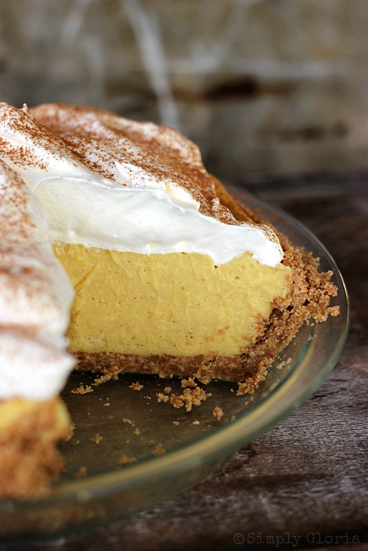 {No Bake} Eggnog Pie by SimplyGloria.com #pie