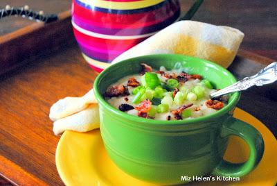 Slow Cooker Cheesy Potato Soup1212