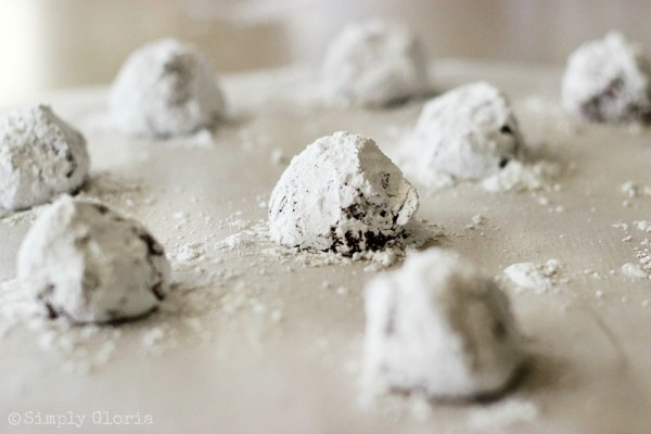 Red Velvet Crinkle Cookies by SimplyGloria.com Mounds of cookie dough covered in powdered sugar!