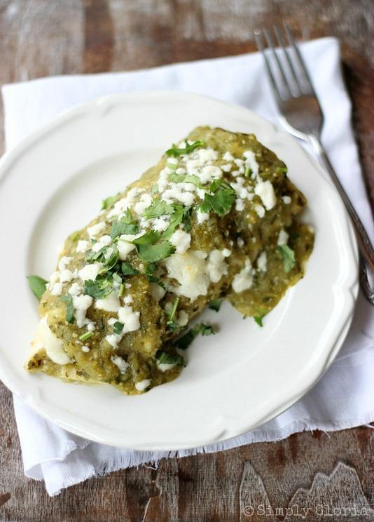 Chili Verde Enchiladas from SimplyGloria.com #enchiladas
