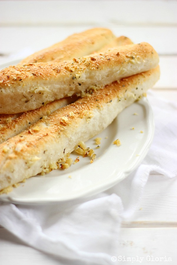 Garlic Parmesan Bread Sticks with SimplyGloria.com #GarlicBreadsticks