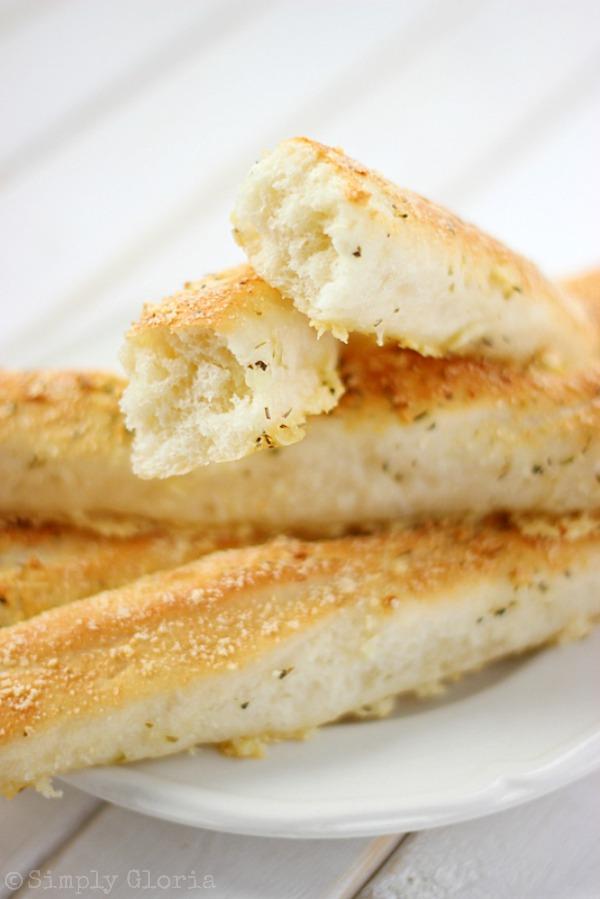 Garlic Parmesan Bread Sticks with SimplyGloria.com #garlic #Parmesan