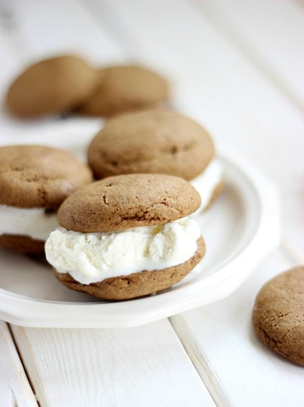 Root Beer Float Cookie Sandwiches by SimplyGloria.com #RootBeerCookies