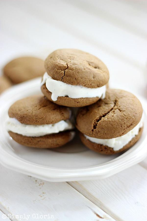 Root Beer Float Cookie Sandwiches with SimplyGloria.com #vanilla #icecream
