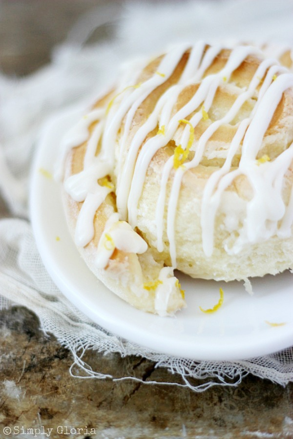 Sticky Lemon Sweet Rolls with SimplyGloria.com #homemade