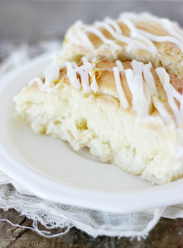 Sticky Lemon Sweet Rolls with SimplyGloria.com #lemon #creamcheese