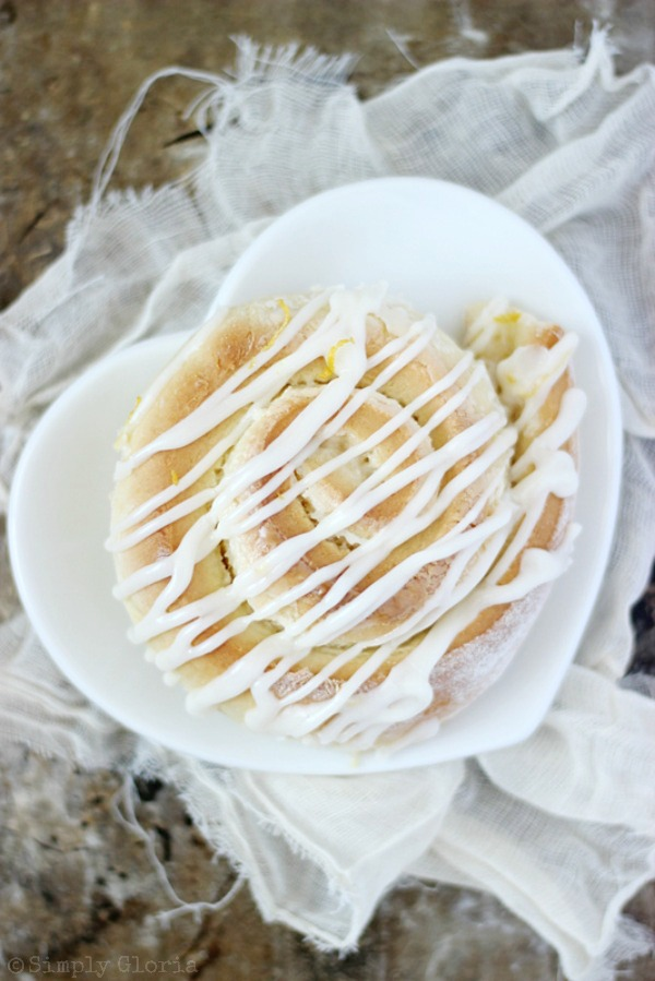 Sticky Lemon Sweet Rolls with SimplyGloria.com #lemon