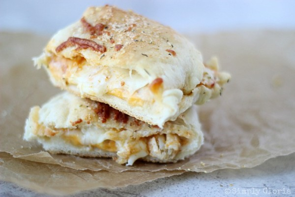 Buffalo Chicken Alfredo Pizza Pockets with SimplyGloria.com #cheese #chicken
