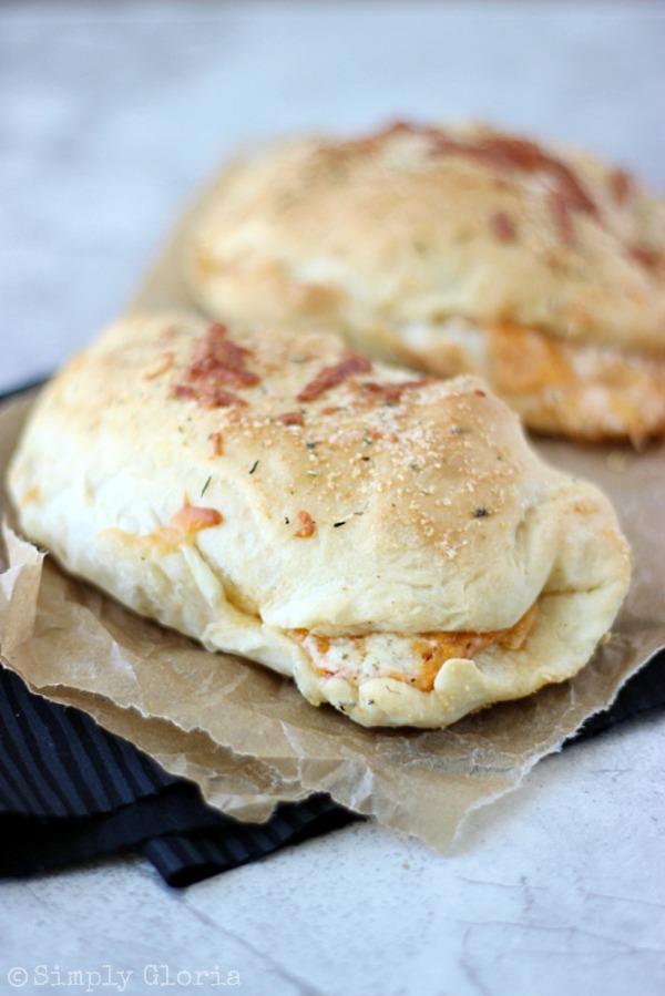 Buffalo Chicken Alfredo Pizza Pockets with SimplyGloria.com #chicken #alfredo