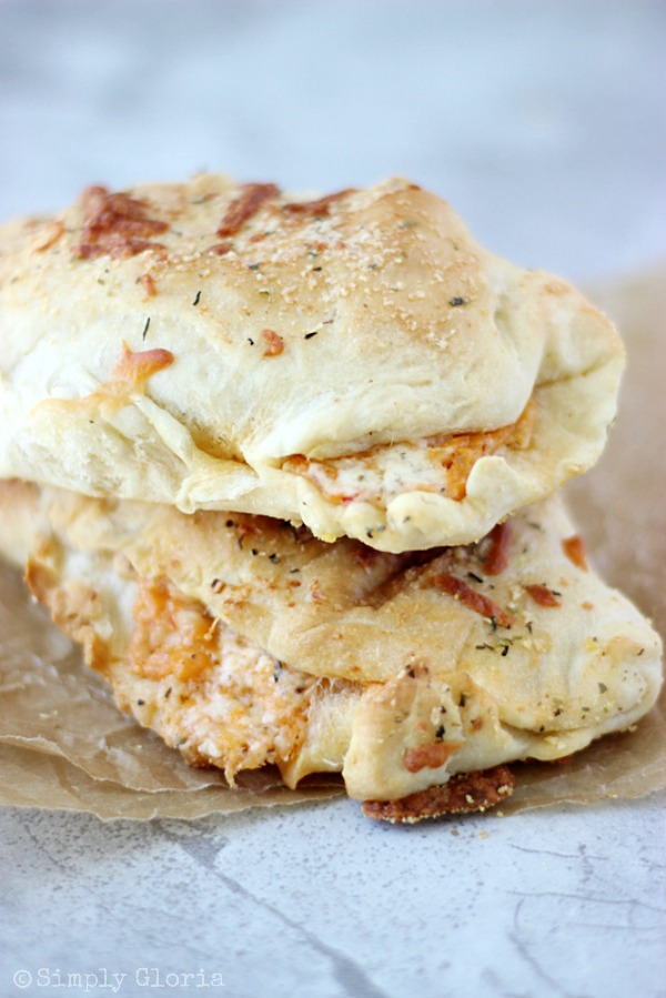 Buffalo Chicken Alfredo Pizza Pockets with SimplyGloria.com #pizza