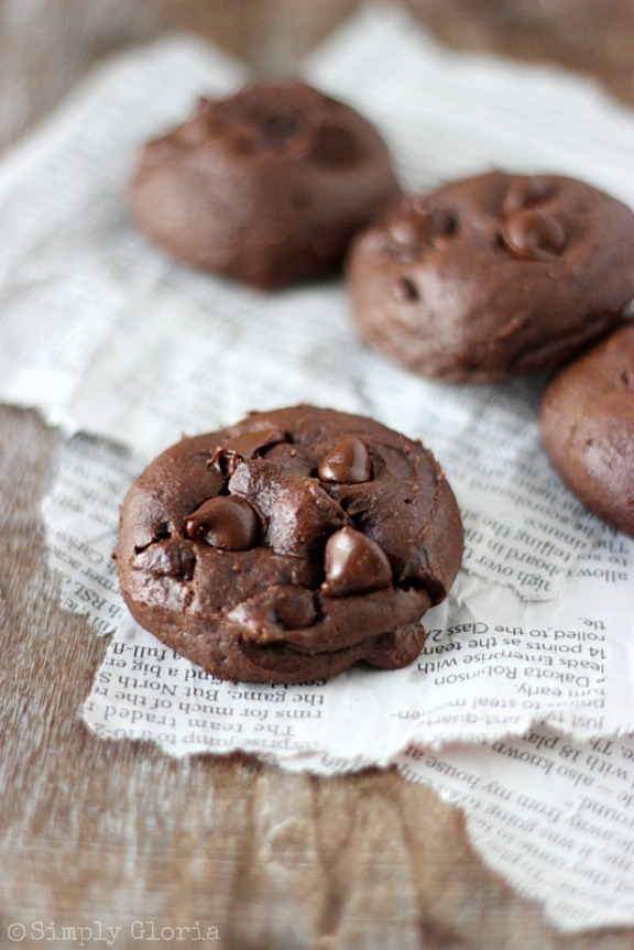 Chocolate Banana Cookies - so moist, they'll melt in your mouth! SimplyGloria.com #chocolate