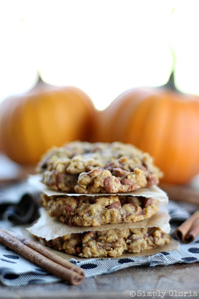 Pumpkin Cinnamon Oatmeal Cookies with SimplyGloria.com #cinnamon