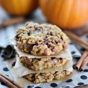 Pumpkin Cinnamon Oatmeal Cookies with SimplyGloria.com #cookies