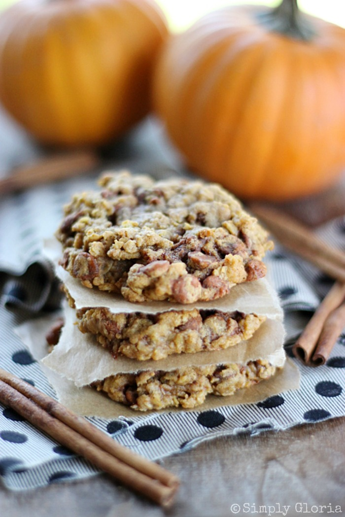 Pumpkin Cinnamon Oatmeal Cookies with SimplyGloria.com #cookies