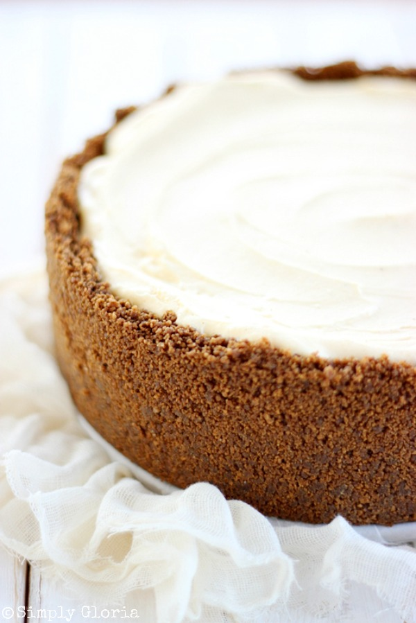 No Bake Eggnog Cheesecake Pie - delicious and easy holiday recipes by SimplyGloria.com