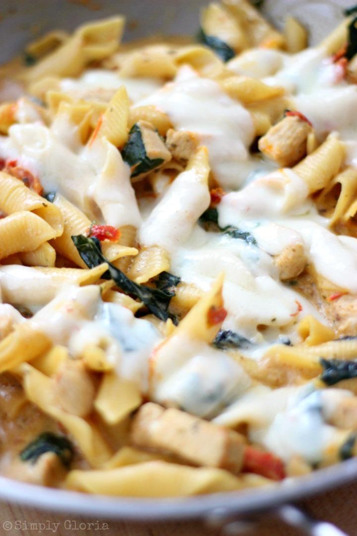 Creamy Chicken Pasta Skillet with SimplyGloria.com #pasta