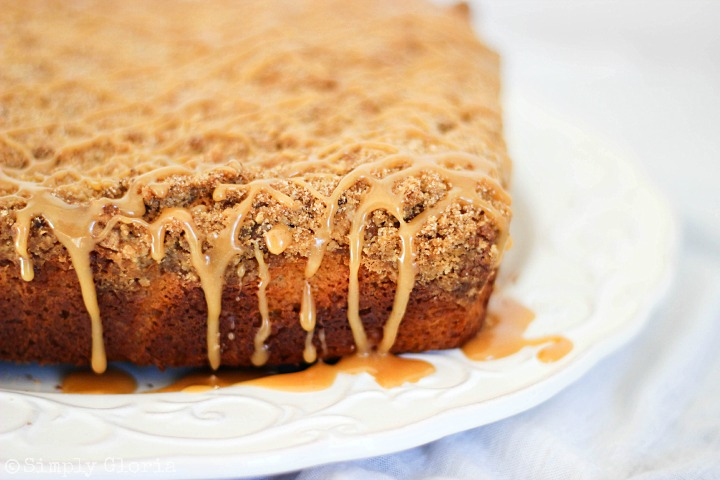 Peanut Butter Crumb Coffee Cake with Peanut Butter Glaze with SimplyGloria.com #cake
