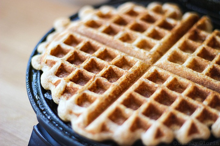 Vanilla Greek Yogurt Waffles with SimplyGloria.com #breakfast