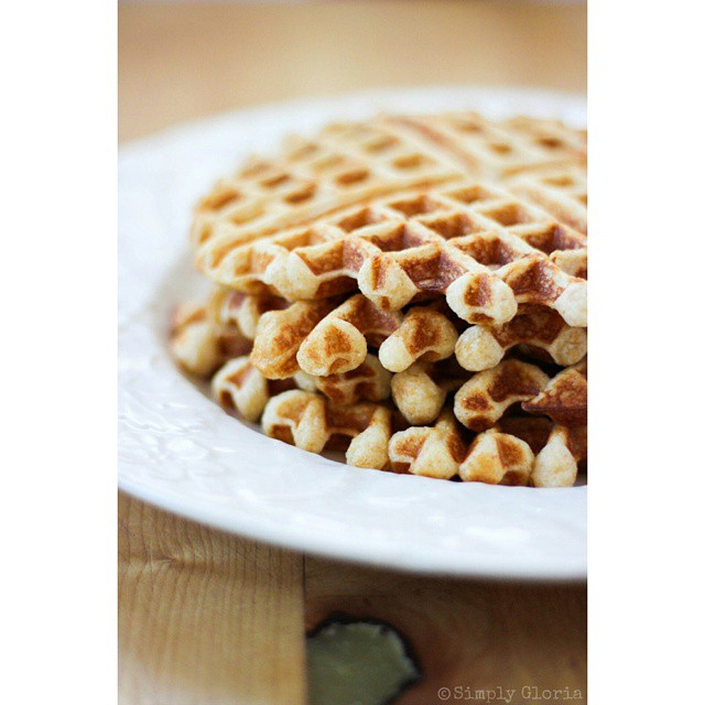 Vanilla Greek Yogurt Waffles are up on the blog, just for YOU... and a little giveaway! ? #LinkInProfile #WafflesRockMornings