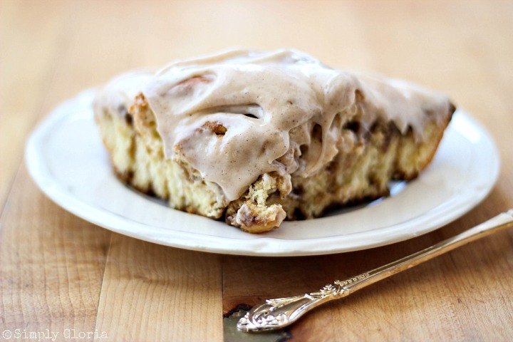 Cinnamon Roll Ring with Cinnamon Cream Cheese Frosting via SimplyGloria.com iiv