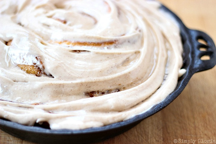 Cinnamon Roll Ring with Cinnamon Cream Cheese Frosting via SimplyGloria.com vii