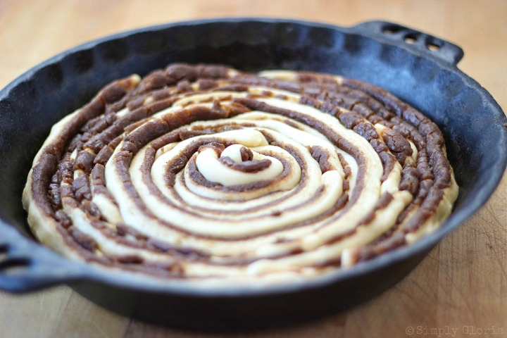 Cinnamon Roll Ring with Cinnamon Cream Cheese Frosting via SimplyGloria.com6