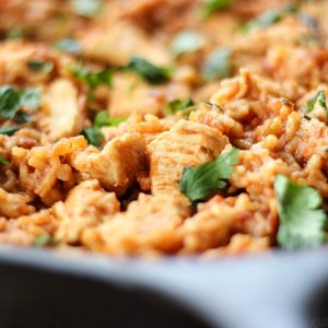Skillet Chicken Mexican Rice with SimplyGloria.com #MexicanDinner