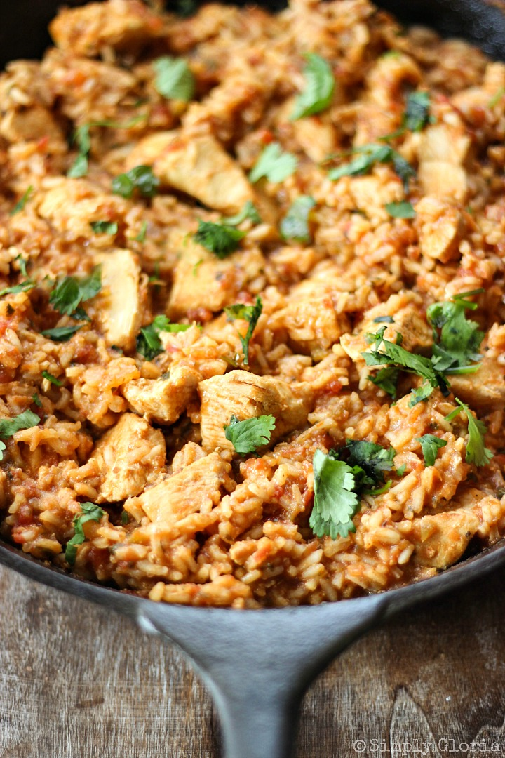 Skillet Chicken Mexican Rice with SimplyGloria.com #OnePotMeal