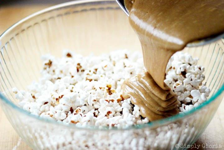 Biscoff Cookie Sticky Popcorn 1