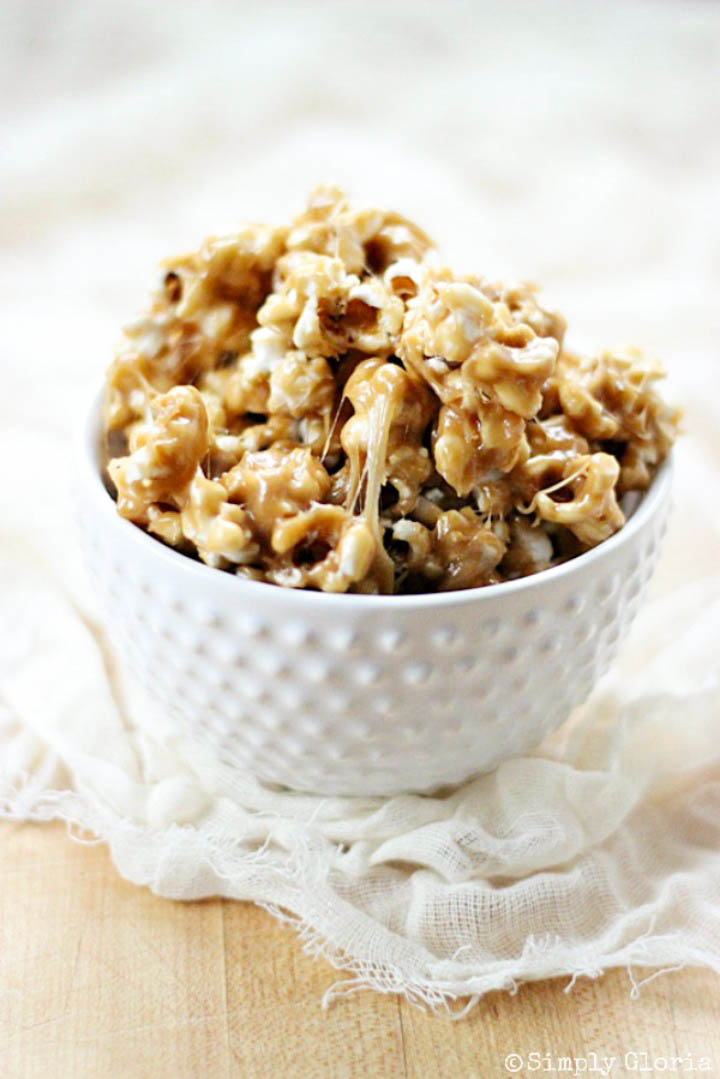 Biscoff Cookie Sticky Popcorn with SimplyGloria.com #biscoff #cookiespread