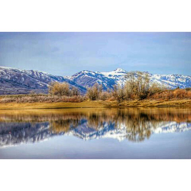 A calm day of reflection... #Utah #WasatchBack #mountains #wowutah #utahgram #reflection #lake #snow #naturelover #neverstopexploring #nature #utahgram