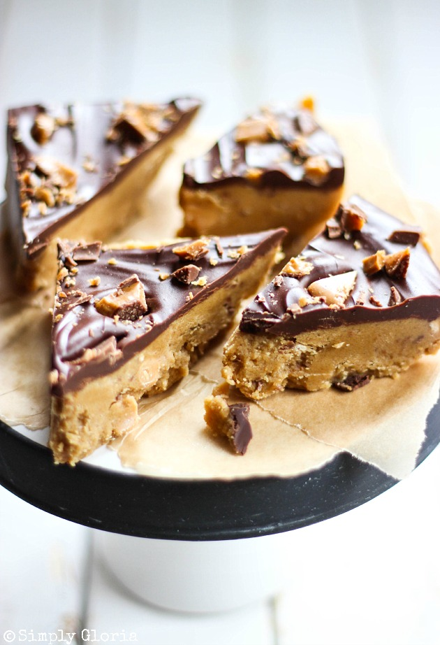Peanut Butter Cookie Dough Bars with crumbled toffee bits on top! #chocolate