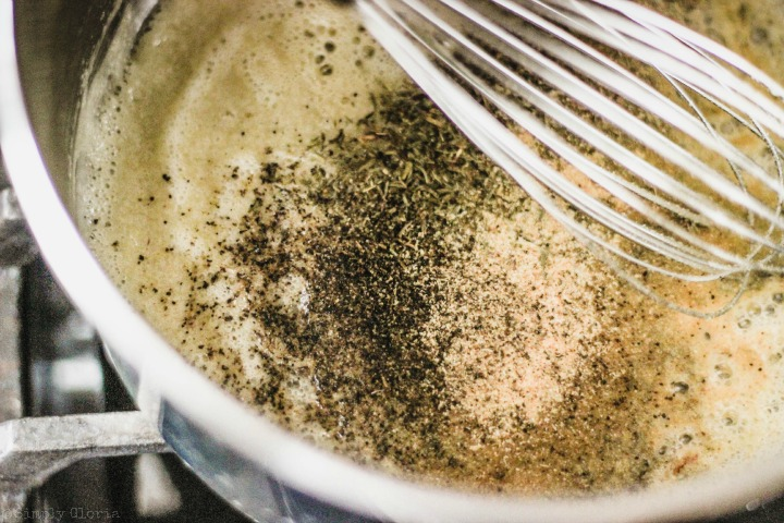 Easy Creamy Clam Chowder with SimplyGloria.com #soup v
