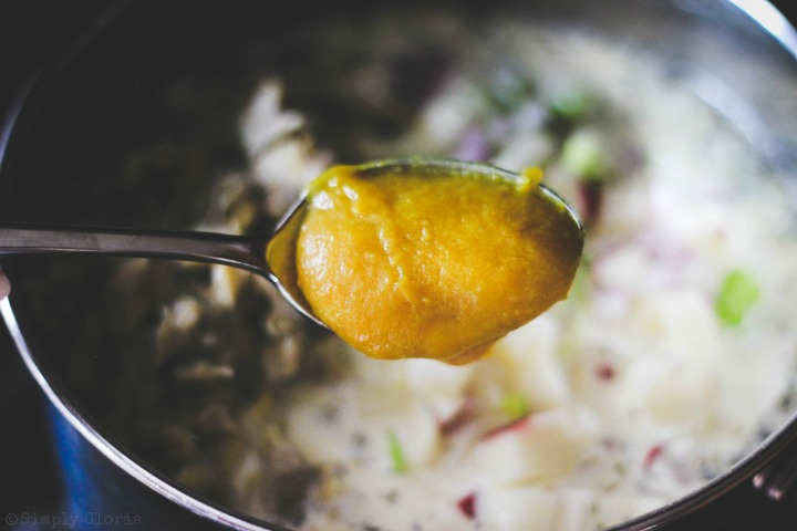 Easy Creamy Clam Chowder with SimplyGloria.com #soup x
