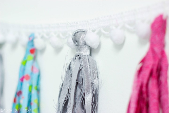 Making a No-Sew Fabric Tassel Garland is simple and fun with your favorite fabric! iii