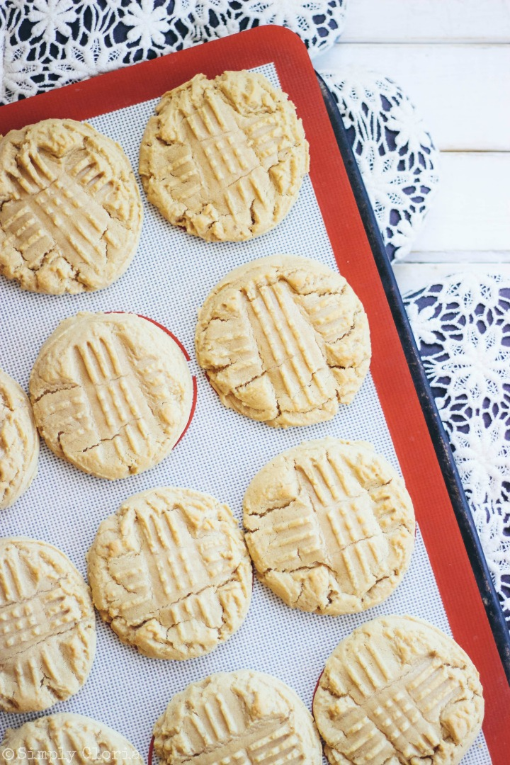 Soft and Chewy Peanut Butter Cookies #pb